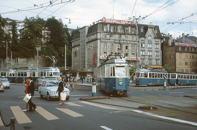 VBZ, Zürich-Central, Trams 3 (Be 4/4 1411), 4 (Be 4/4) und 7 (Be 4/6), Aufnahme 1966